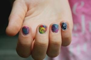 DIY: Batik / LSD – Nägel